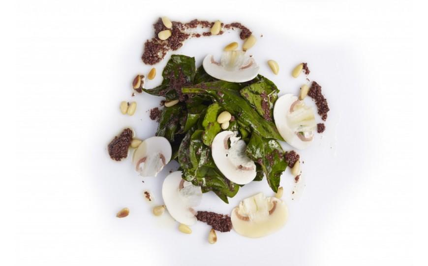 Receta gourmet de ensalada de espinacas con paté de aceitunas negras